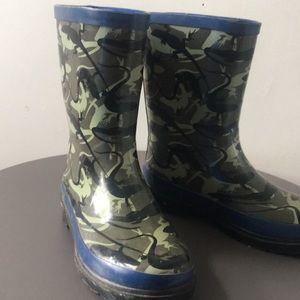 2/20$ Boys Rain boots Size 2